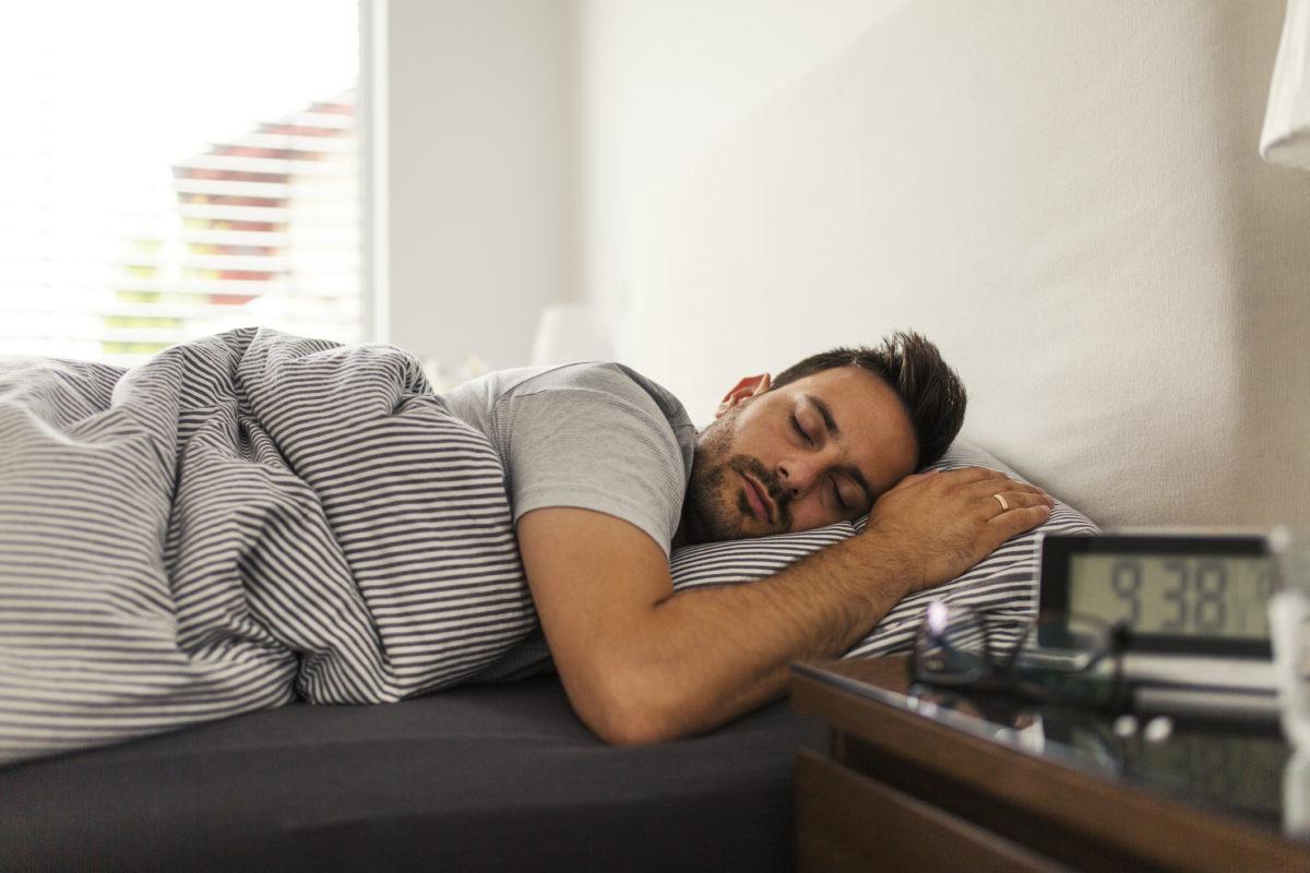 Fantastic The One Sleeping Position To Avoid For Acid Reflux Sleepscore Uwap Interior Chair Design Uwaporg